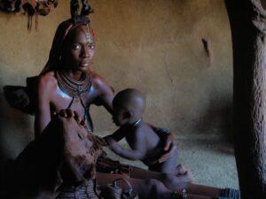 Donna con bambino, villaggio Himba