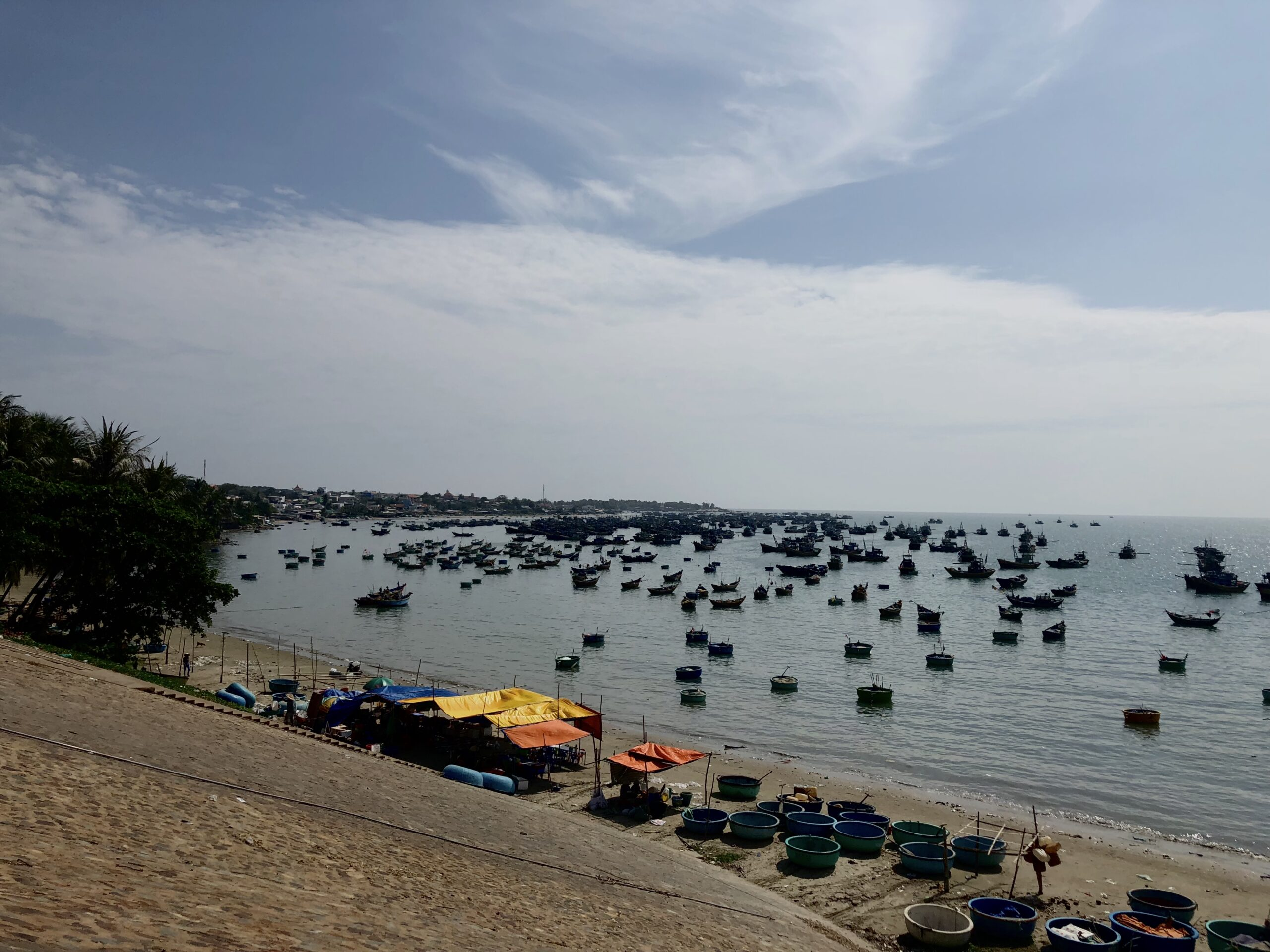 Pescatori sulla costa del Vietnam del Sud
